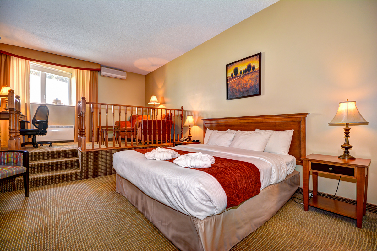 suites 1 tr s grand lit et mezzanine comfort inn mont laurier. Black Bedroom Furniture Sets. Home Design Ideas